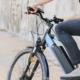 Person auf E-Fahrrad